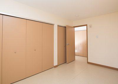 suite bedroom closets